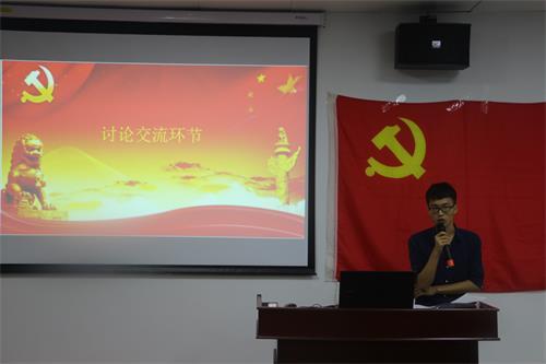 2.学生党员积极发表心得体会.JPG