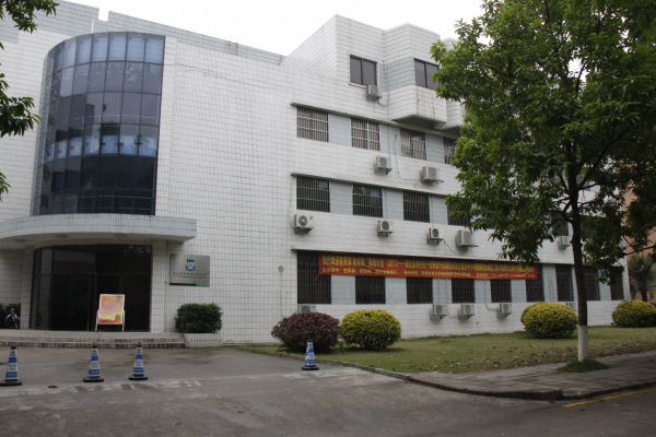 学院大楼照片.png