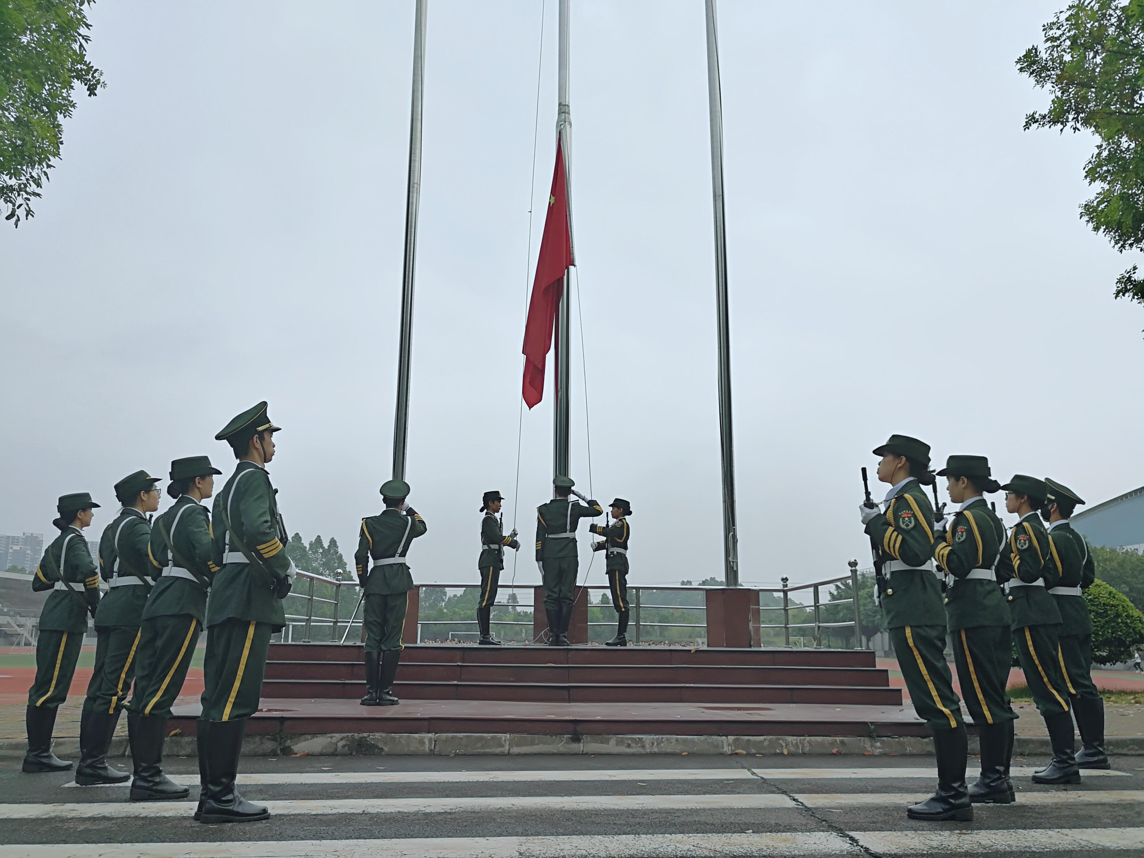 职业教育学院举行本学期第二次升旗仪式