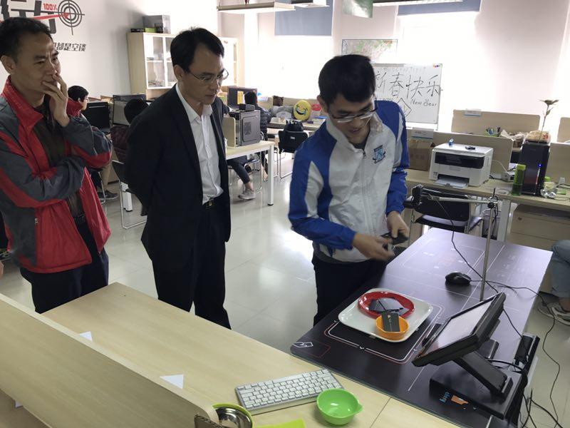 张光耀与学生团队亲切交流.jpg