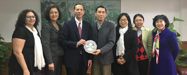 美国埃默里大学法学院院长一行来访并与我校法学院洽谈合作项目