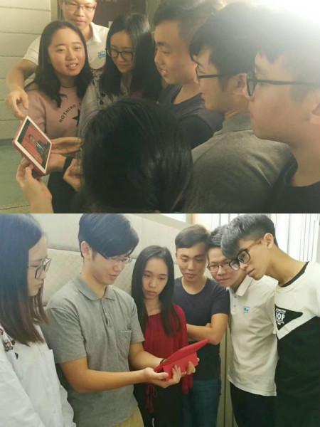 学生党员课间观看开幕式_meitu_2.jpg