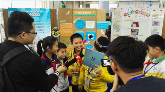 我校学生正在接受广东电视台采访.jpg
