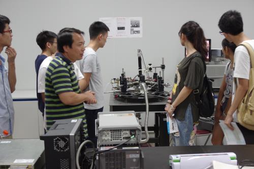 参观重点实验室.JPG