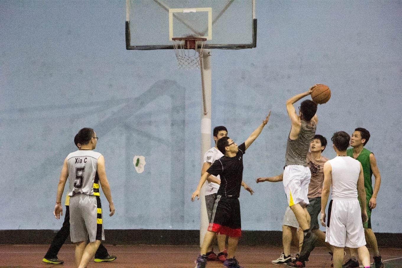 材料所毕业生篮球友谊赛圆满落幕