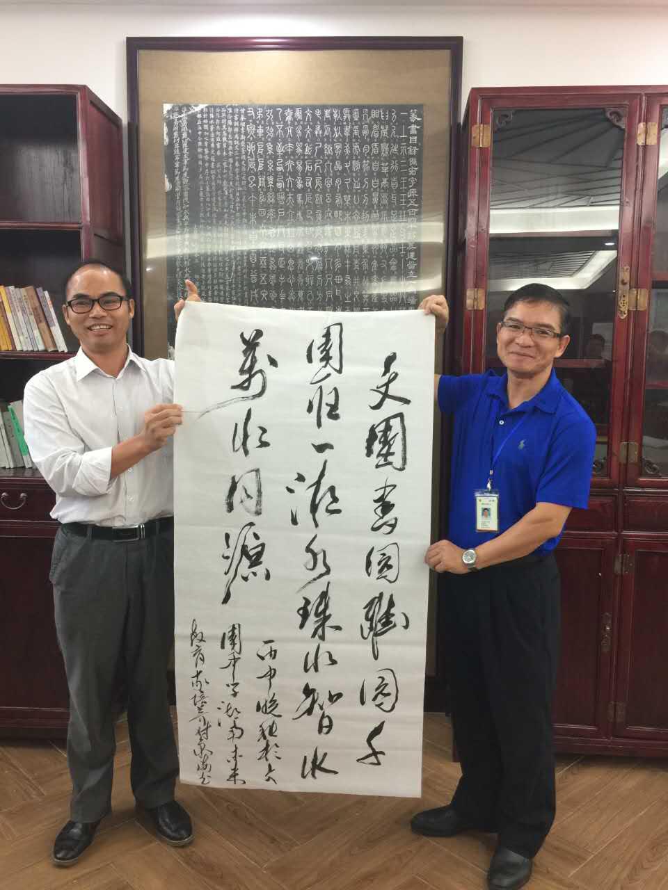 学员邓之在文园中学写的对联(摄影:黄凌逸).jpg