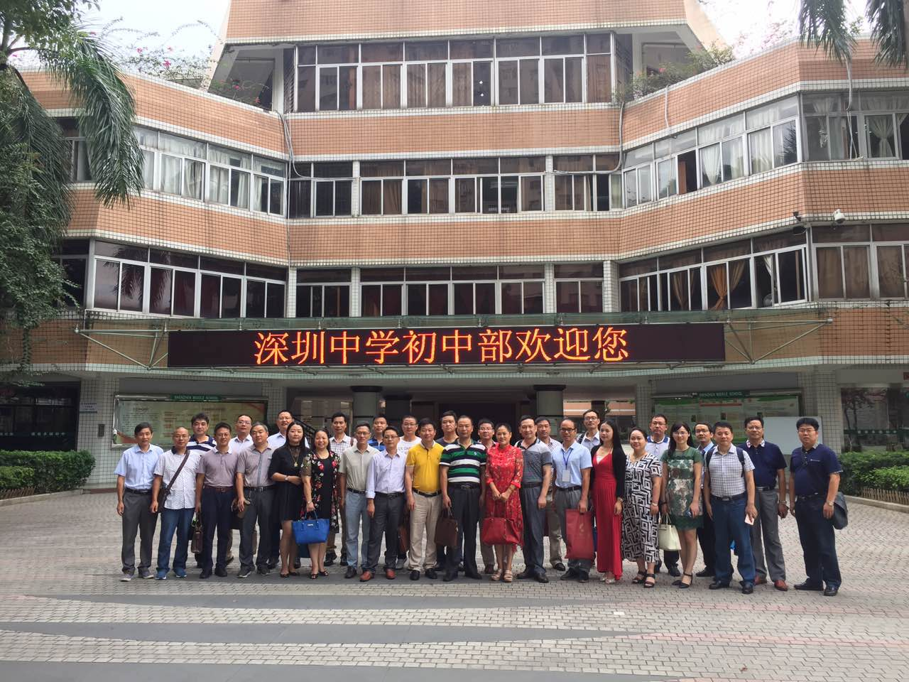 所有学员在深圳中学合影(摄影:林振南).jpg