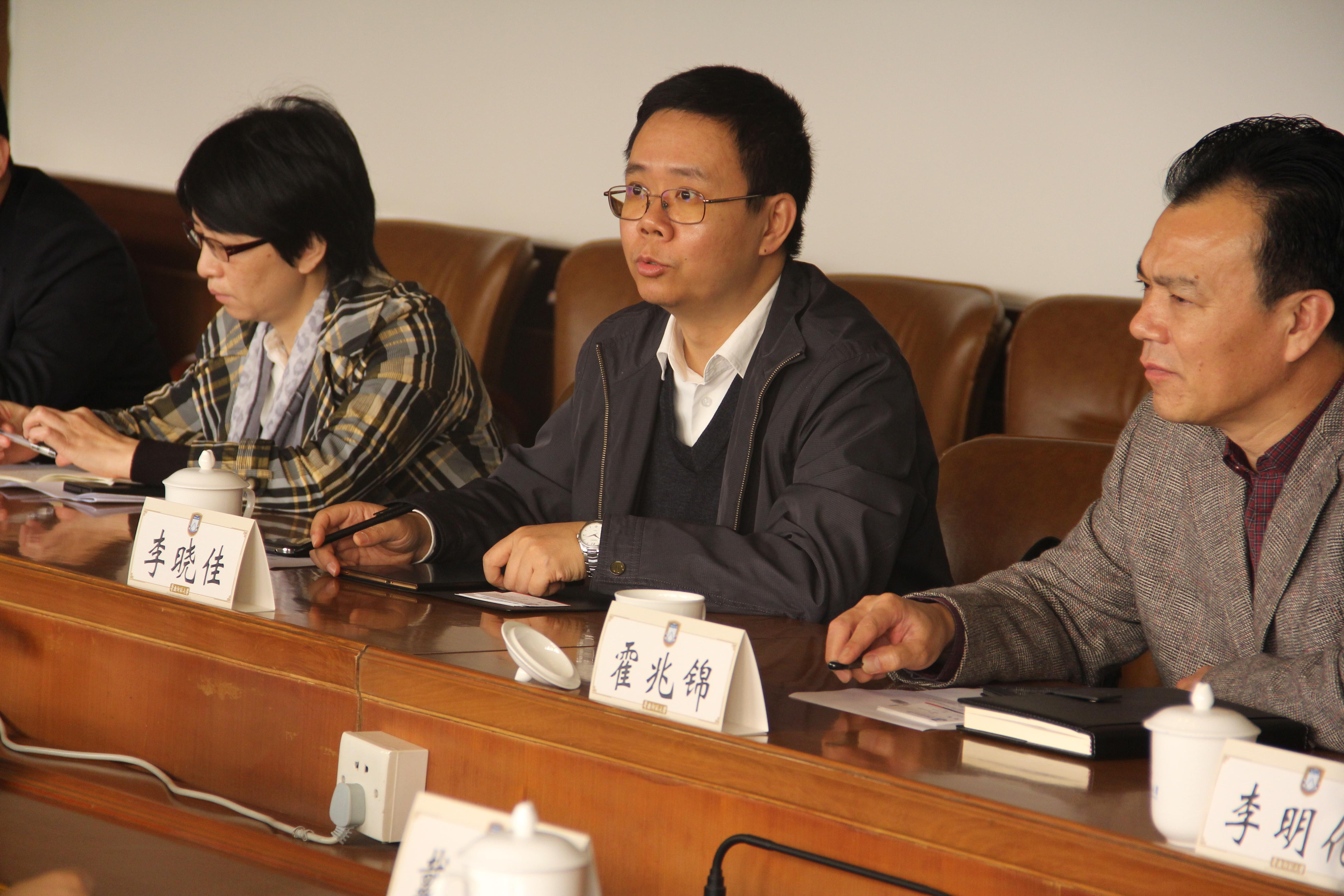 我校与南海区政府举行深化合作洽谈