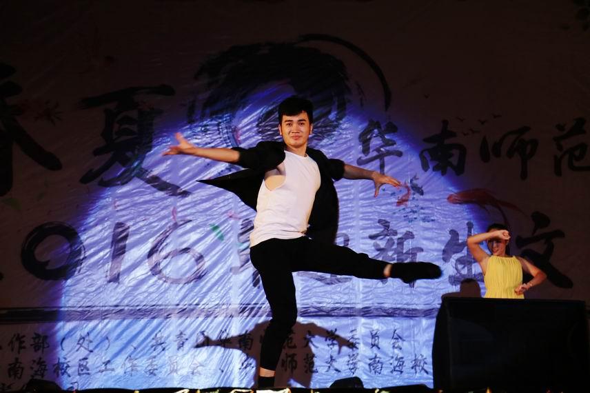 大学城舞蹈团《握手青春》01.jpg