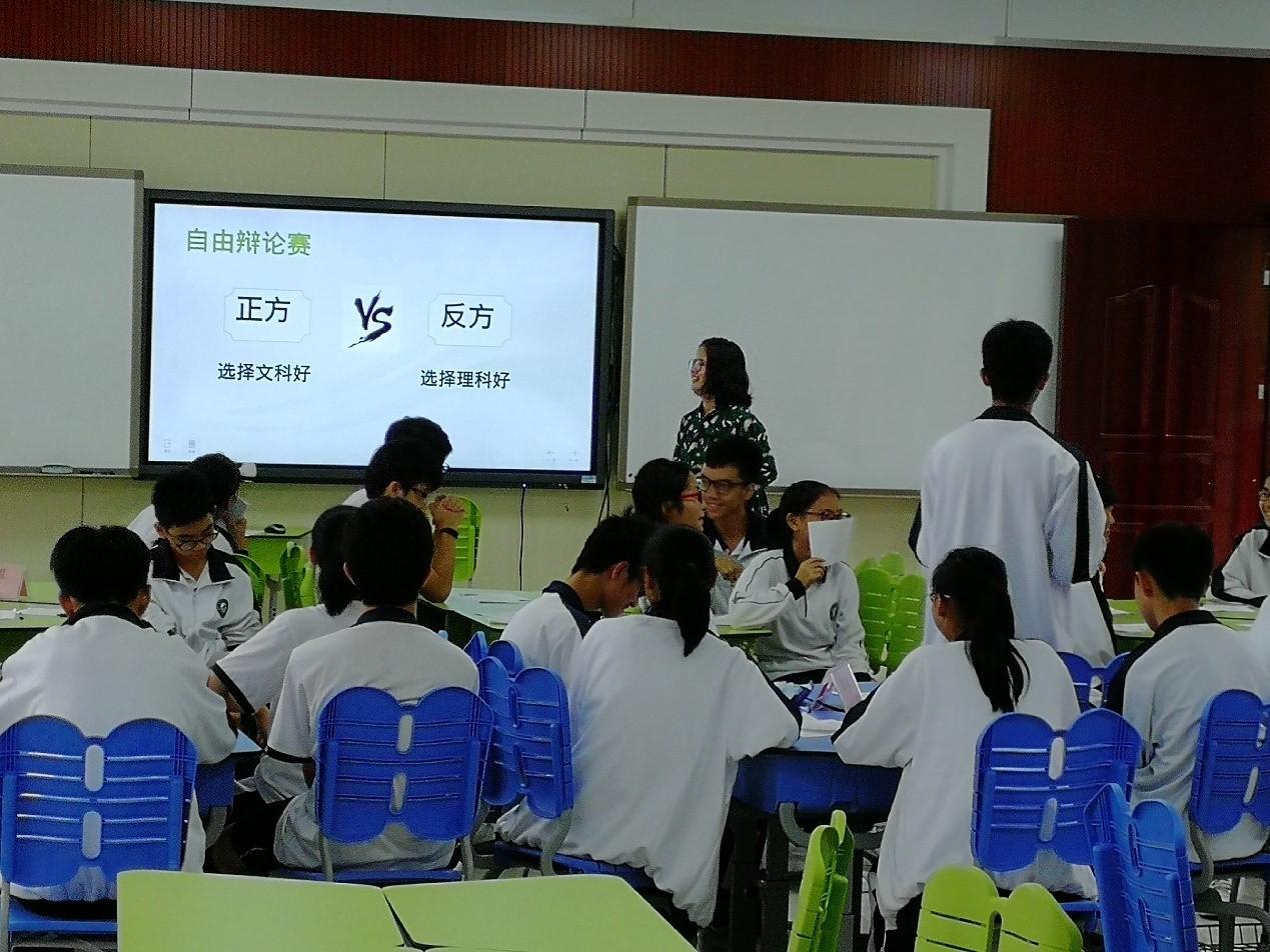 图一:吴秋兰老师正在上课.jpg