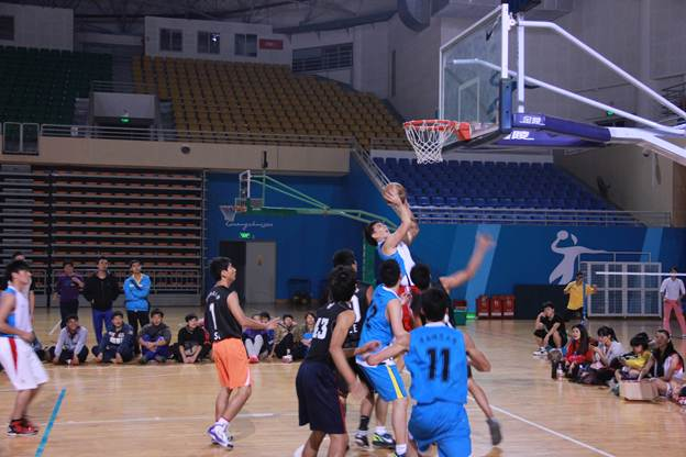 """体育科学学院2012-2013年度""""新生杯""""篮球赛总决赛顺利举行"""
