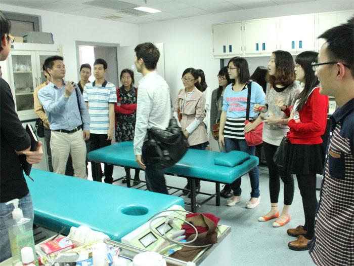 学校各学院团委干部参观我院实验示范中心