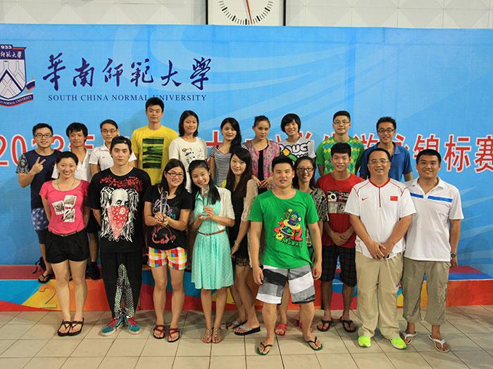我校游泳队连续6年蝉联省大学生游泳比赛乙组团体总分冠军