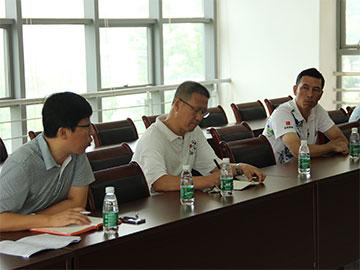 新学期第一天学院新一届领导班子检查上课情况