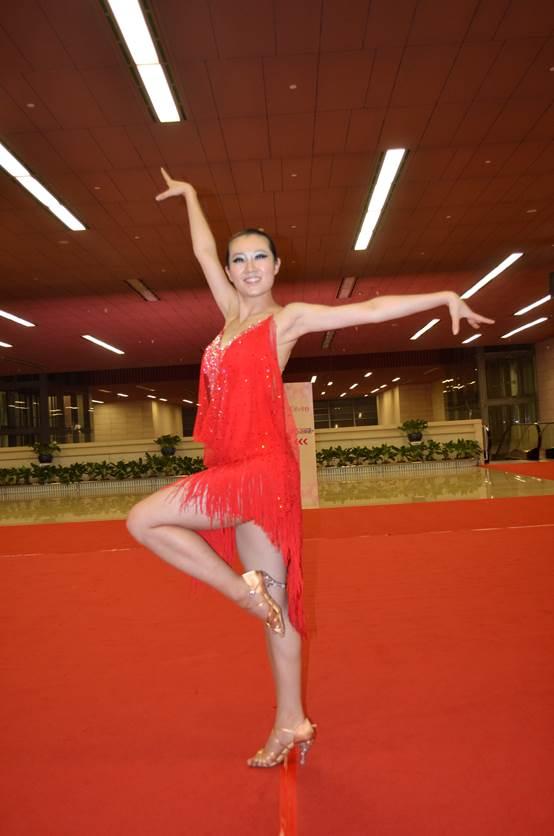 我校学生选手在2014年中国大学生体育舞蹈锦标赛中斩获五金三银两铜