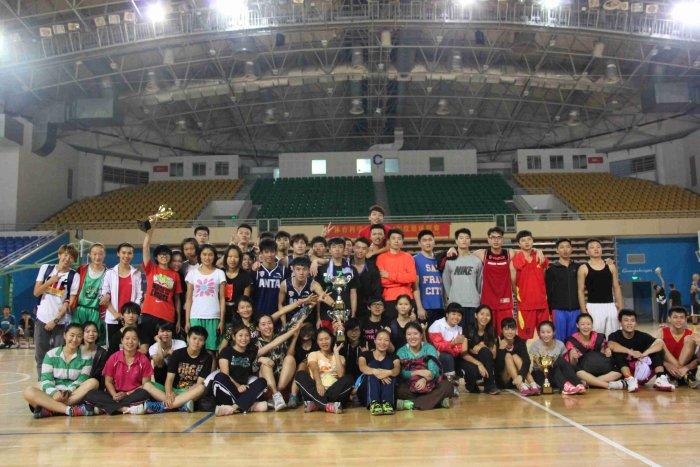 2014年体育科学学院秋季运动会之篮球联赛决赛暨篮球联赛闭幕式顺利举行