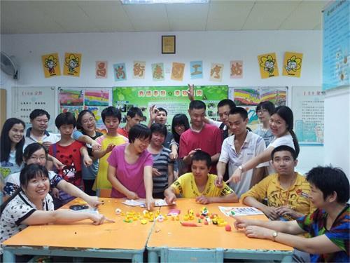 益善讲堂,助梦天使——文学院青年志愿者协会两志愿服务项目