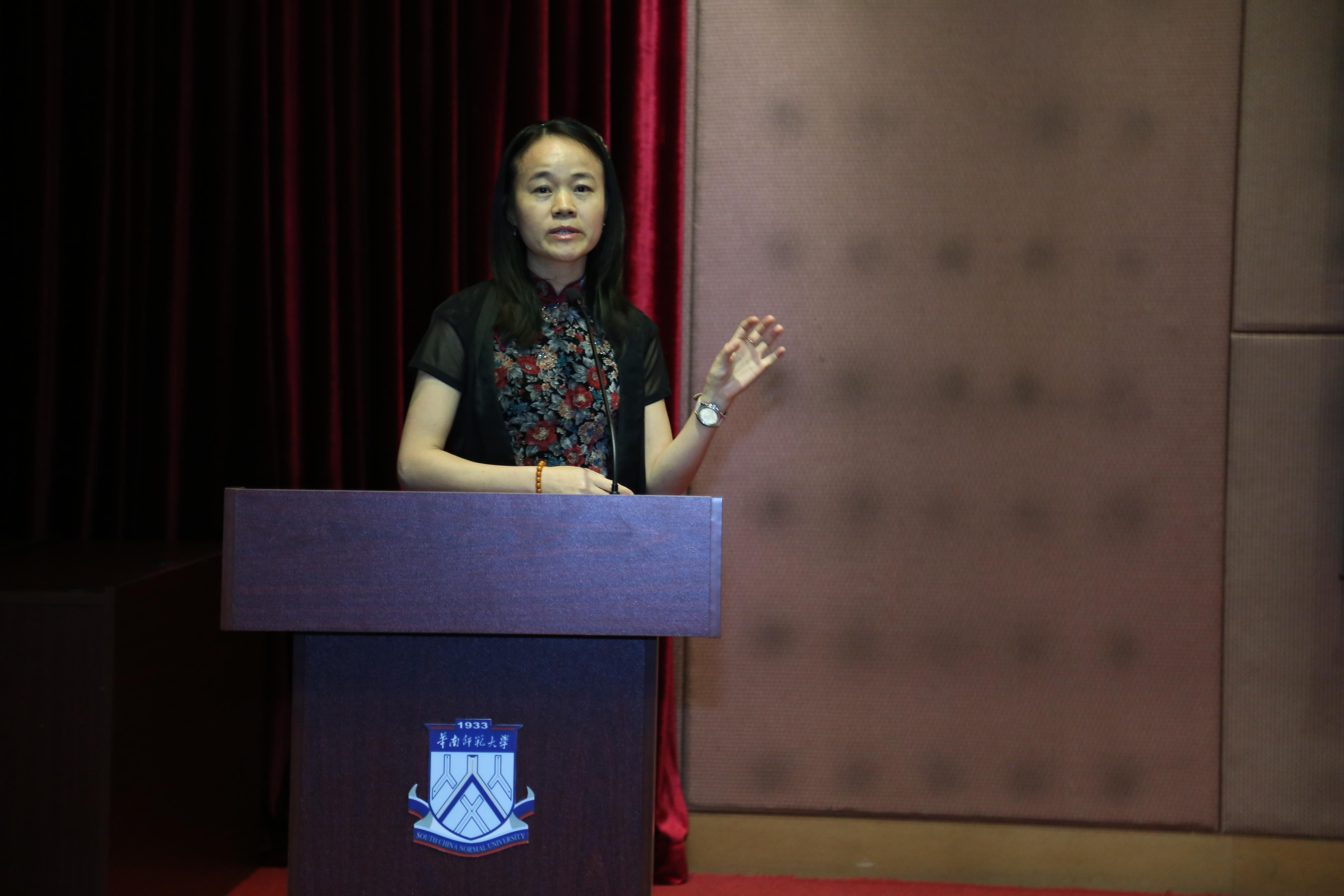 优秀指导老师代表黄喜珊老师分享带队经验与感受.JPG