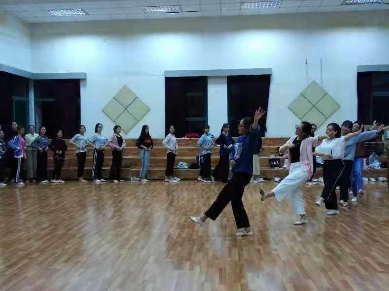 職教院舞蹈隊火力全開----帶你走進她們的訓練