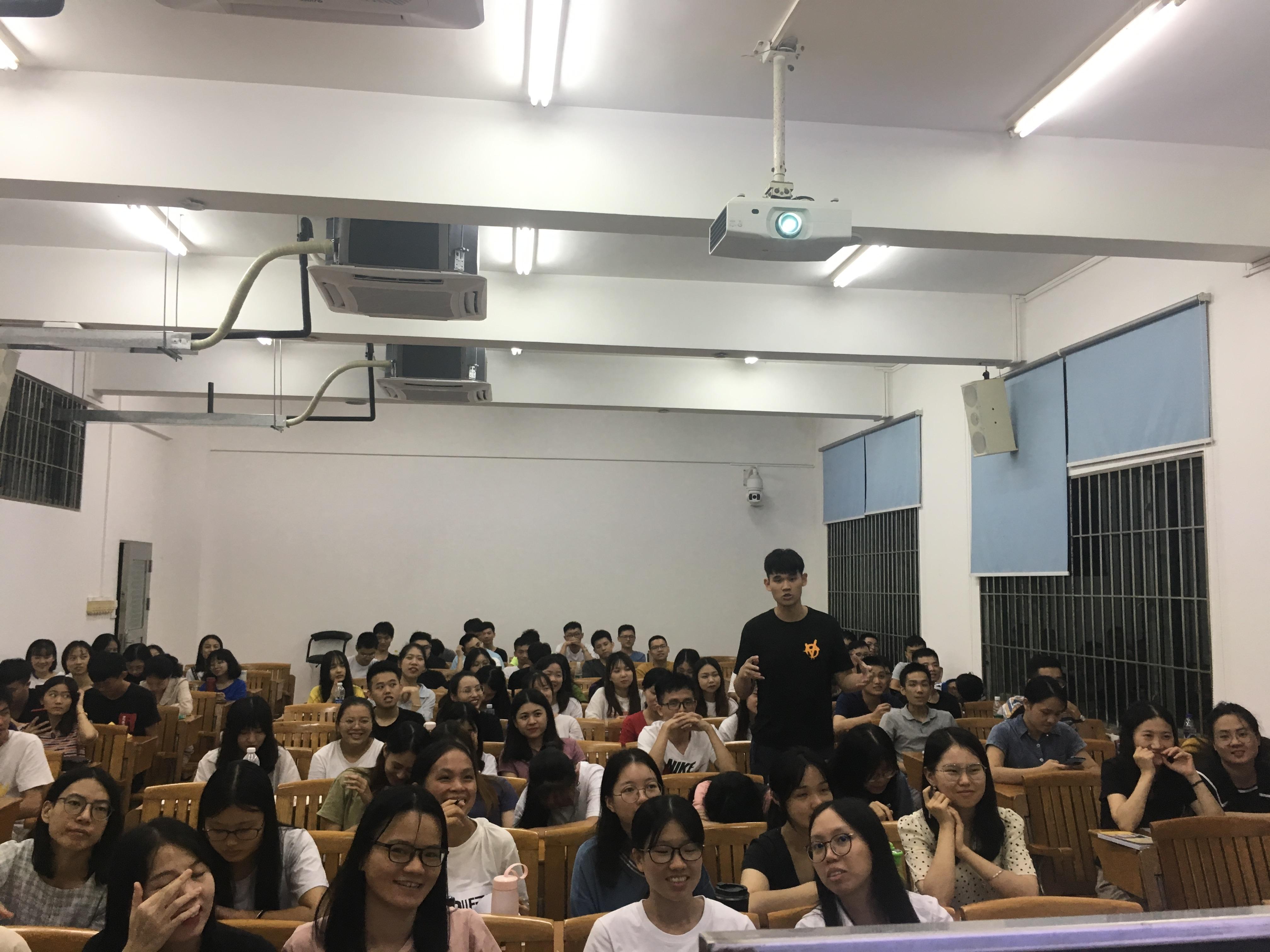 生涯導航,'職'引未來——樊艷芬老師為2019級新生作專題講座