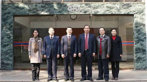 学院党政班子:院长张卫(左三)、党委书记刘科荣(右三)、副院长何先友(左二)、范方(右二)、刘学兰(右一)、副书记张奕华(左一)
